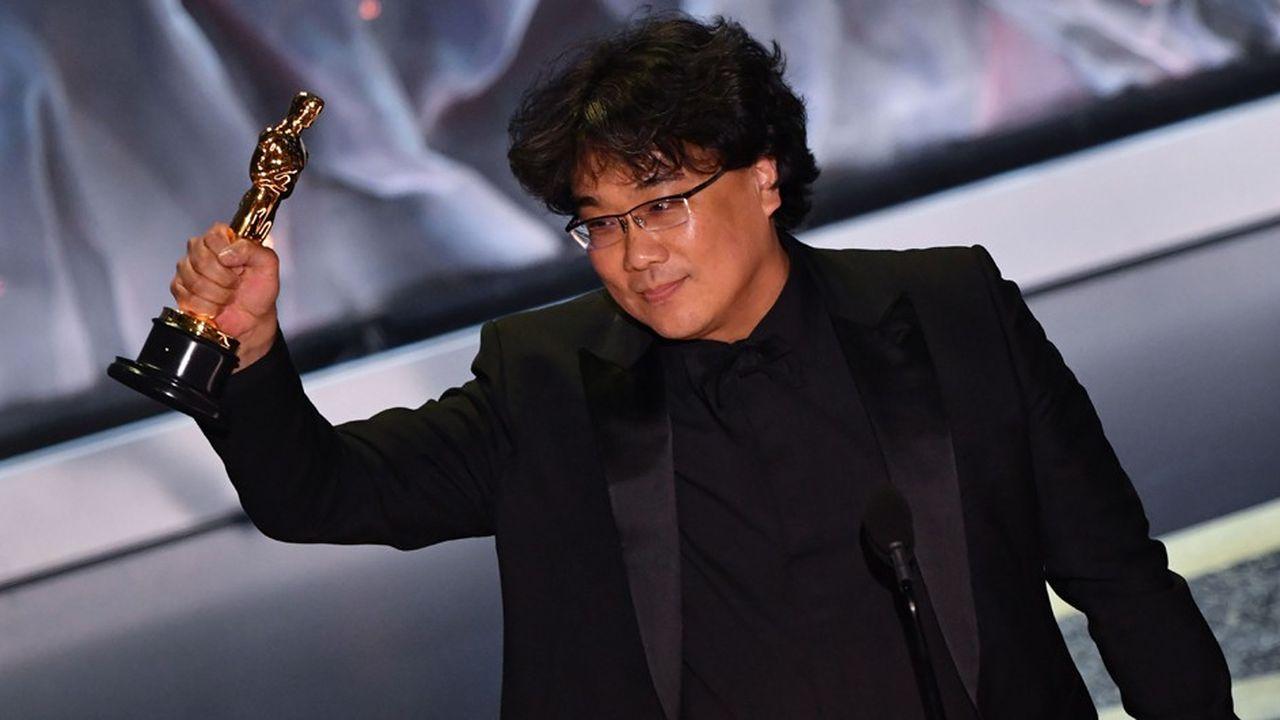 Non seulement Bong Joon-ho a remporté la statuette du meilleur réalisateur face à Martin Scorsese, mais c'est la première fois qu'un film sud-coréen, qui plus est langue non anglaise, est consacré aux Oscars.