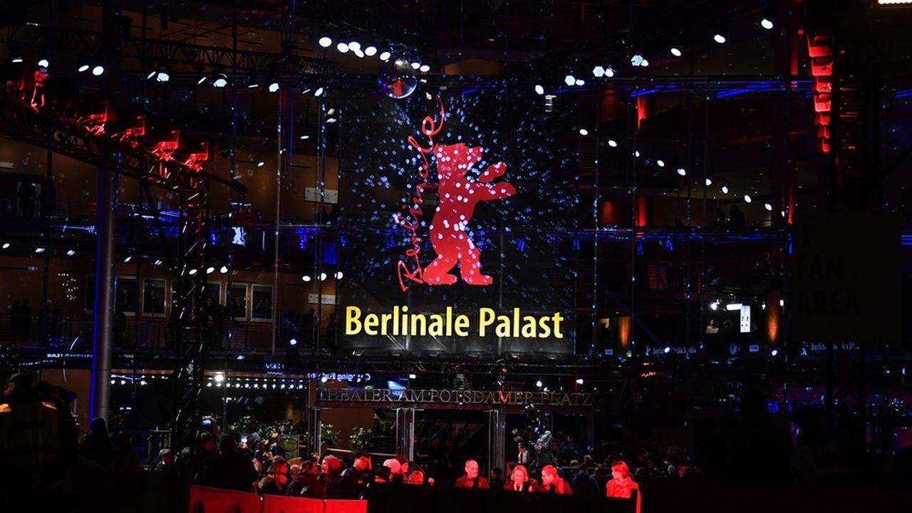 L'arrivée des invités à la cérémonie d'ouverture de la 70e Berlinalejeudi 20février au soir.