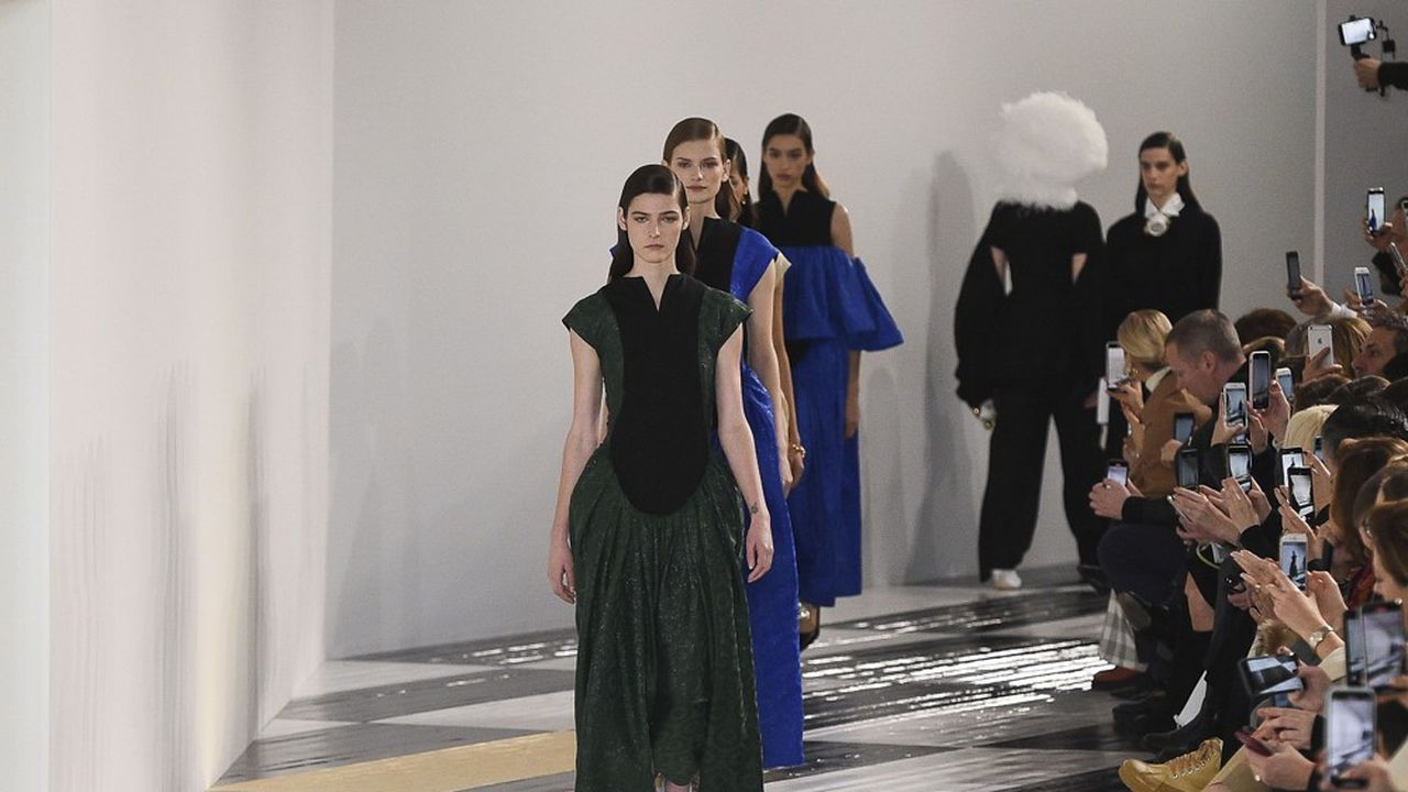 Fashion Week Automne-Hiver 2020-21 : volumes et opulence chez Loewe