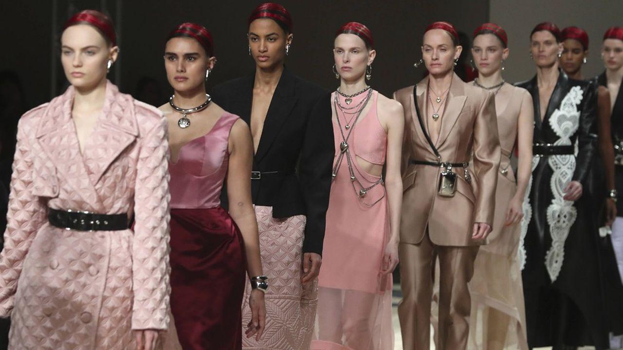 Fashion Week Automne-Hiver 2020-21: les conquérantes d'Alexander McQueen