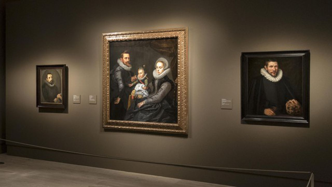 L'exposition comprend 39 portraits du maître de Leyde et un peu plus du double produits entre1590 et1670 à Amsterdam par ses contemporains.
