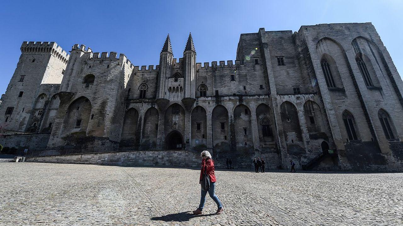 La place du Palais des Papes pendant le confinement.
