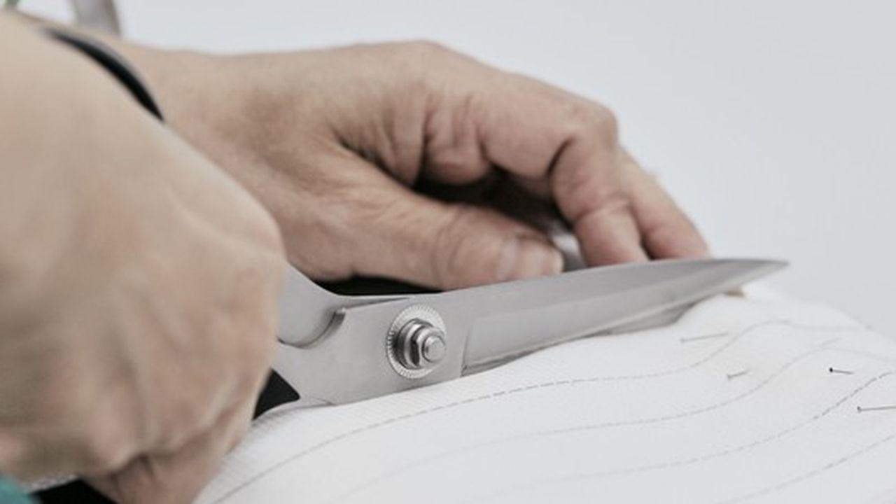 Louis Vuitton s'engage dans la confection de surblouses