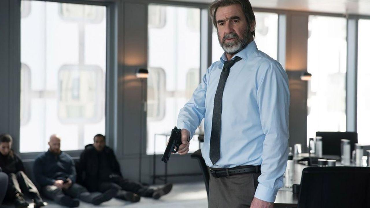 Eric Cantona habite complètement son personnage, à la fois attachant, drôle, malin et incontrôlable.