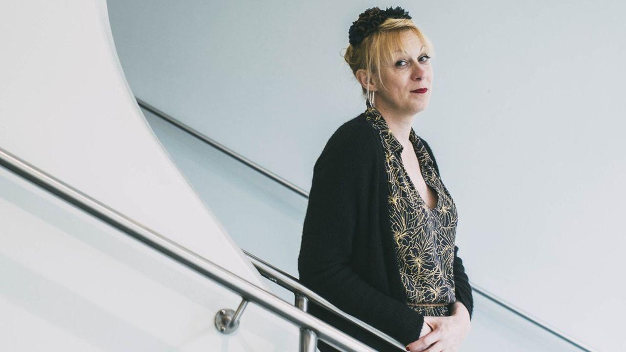 Phia Ménard, créatrice et directrice de la Compagnie Non Nova, est artiste et performeuse.