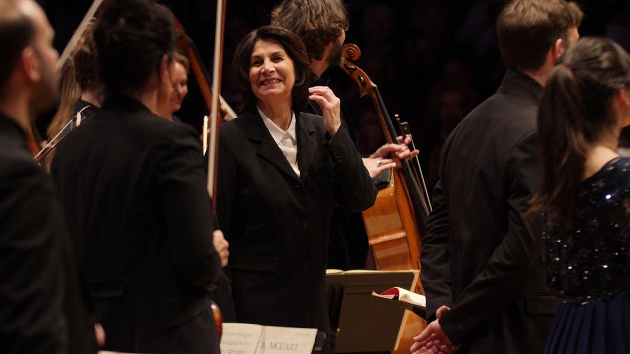 Claire Gibault, cheffe d'orchestre et créatrice du Paris Mozart Orchestra, est à l'initiative de La Maestra, le premier concours international réservé à des femmes cheffes d'orchestre.