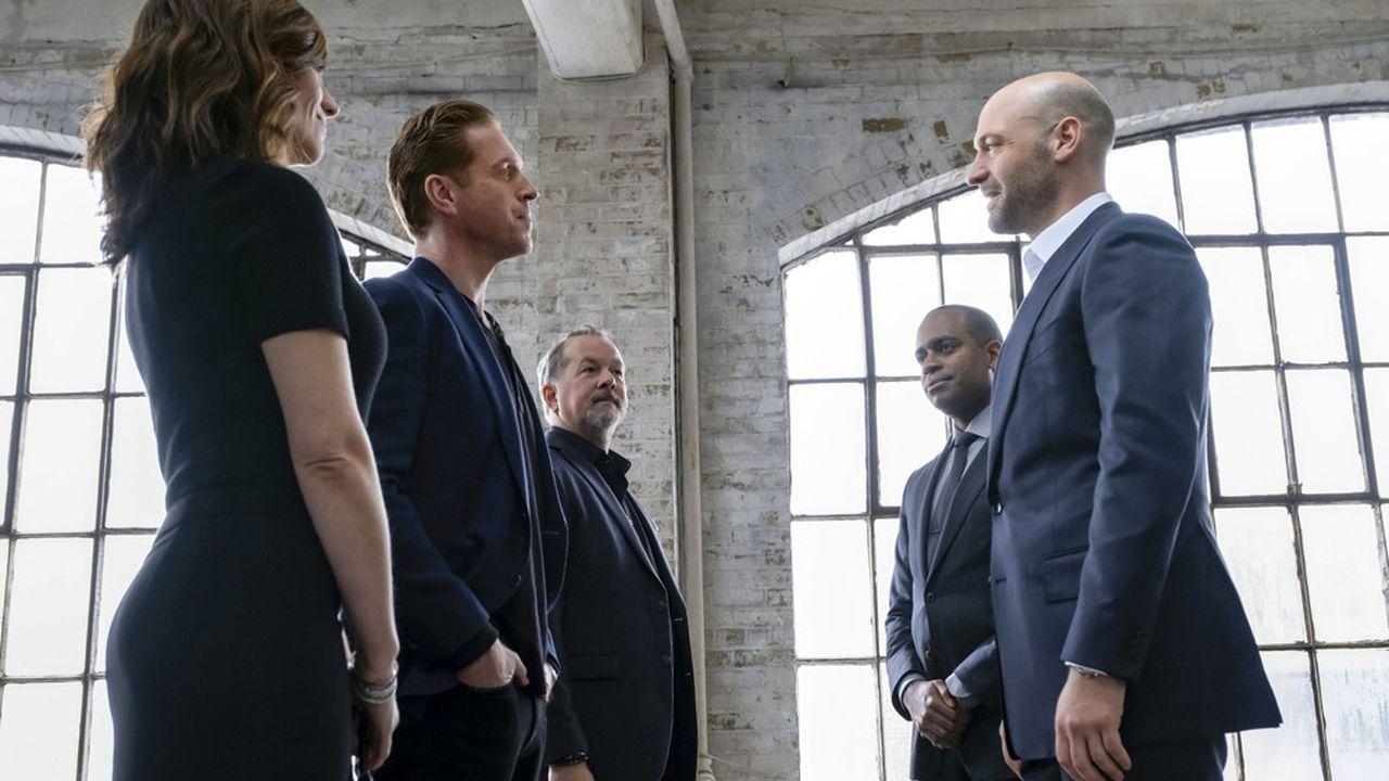La nouvelle rivalité avec un champion de l'investissement responsable aussi riche, retors et competitif (Corey Stoll à droite) que Bobie Axelrod (Damian Lewis, à gauche) va-t-elle permettre de redonner du peps à la série ?