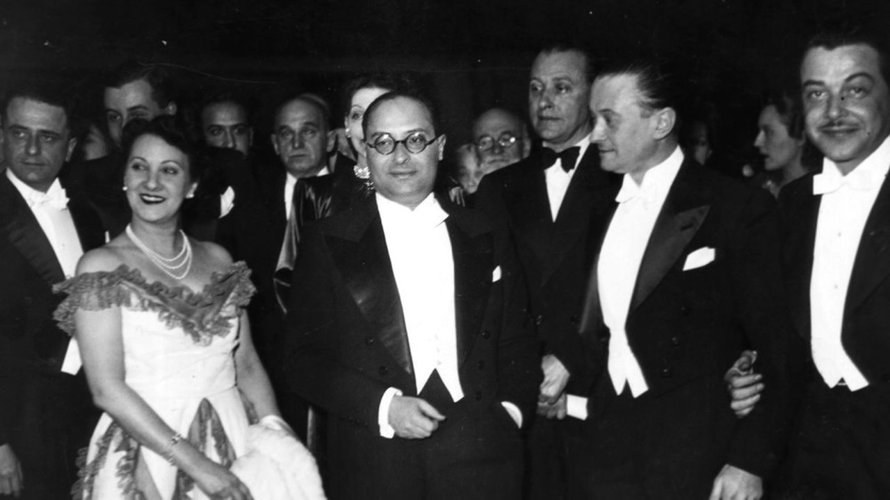 Jean Zay, avec Luise Rainer, Julien Duvivier et Fernand Gravey, lors d'une soirée à l'Opéra le 25novembre 1938.
