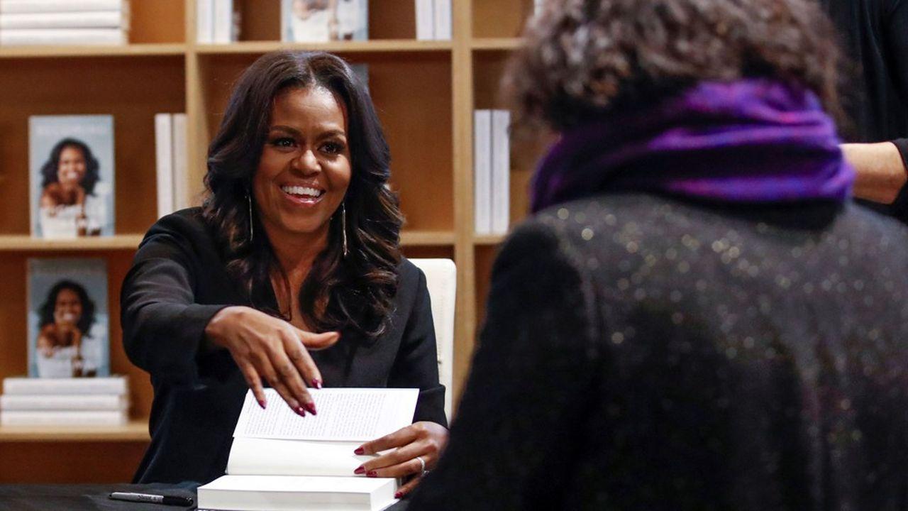 Sur le site de la Maison Blanche,Michelle LaVaughn Robinson Obama se décrit comme «avocate, écrivain et épouse du44e Président, Barack Obama». Dans cet ordre.