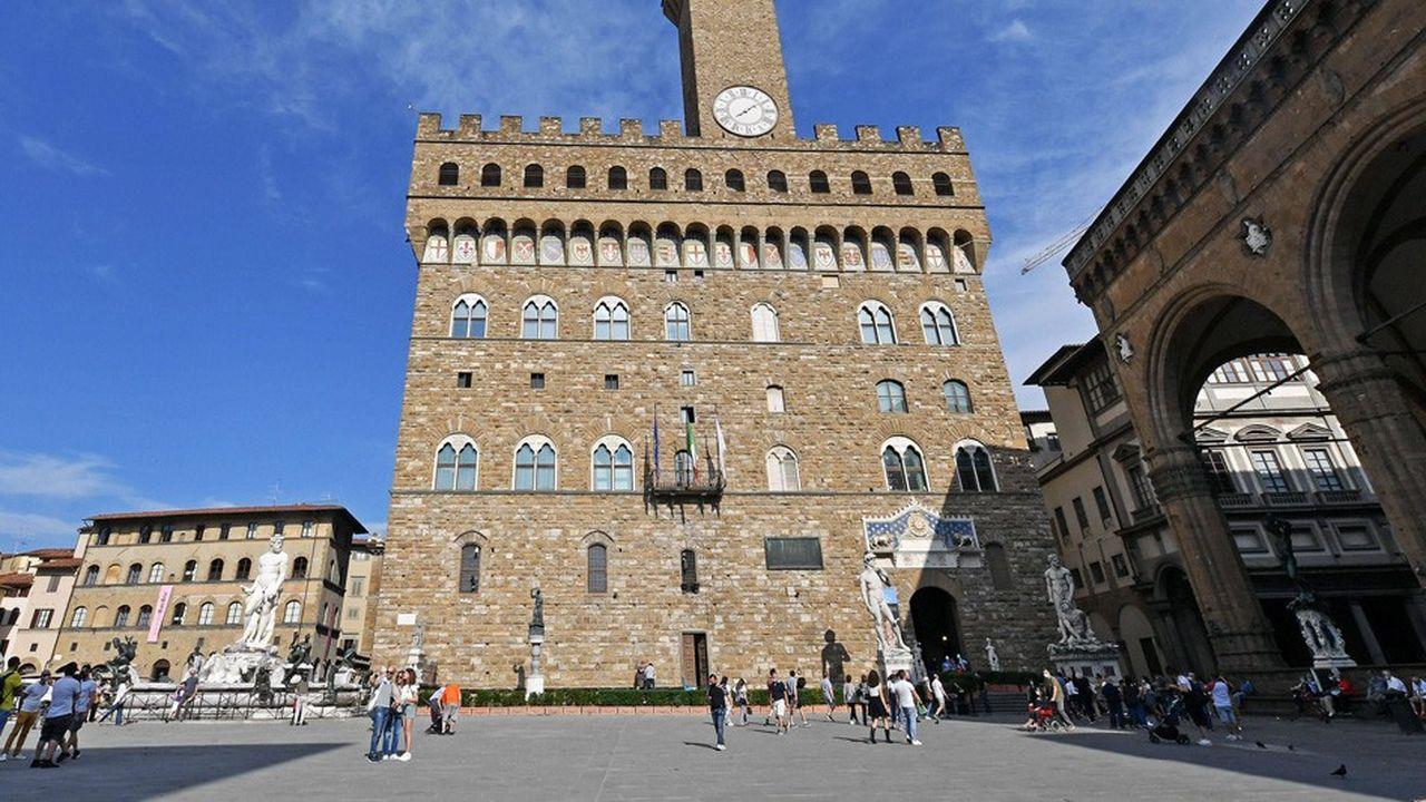 Dans le nord de l'Italie, 272 infections ont été recensées en Lombardie, région italienne la plus touchée par le coronavirus devant l'Emilie-Romagne, qui n'enregistre que 33 nouveaux cas.