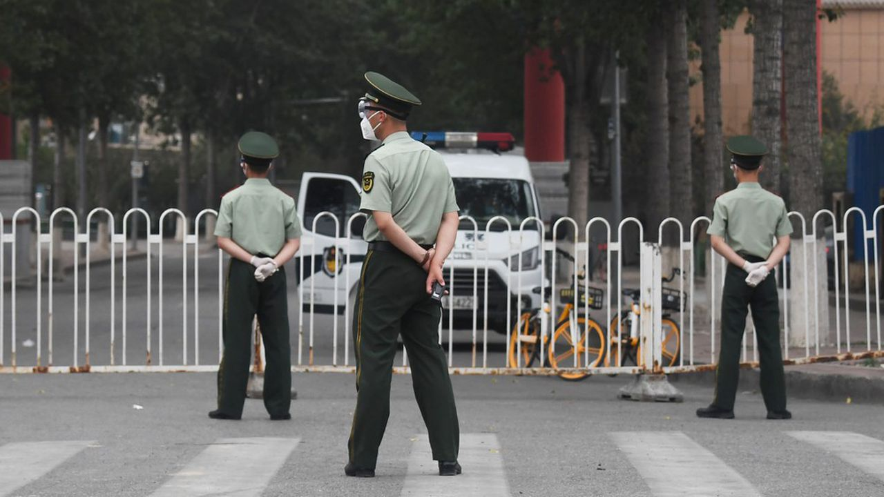 Neuf écoles et jardins d'enfants des environs ont également été fermés à Pékin.