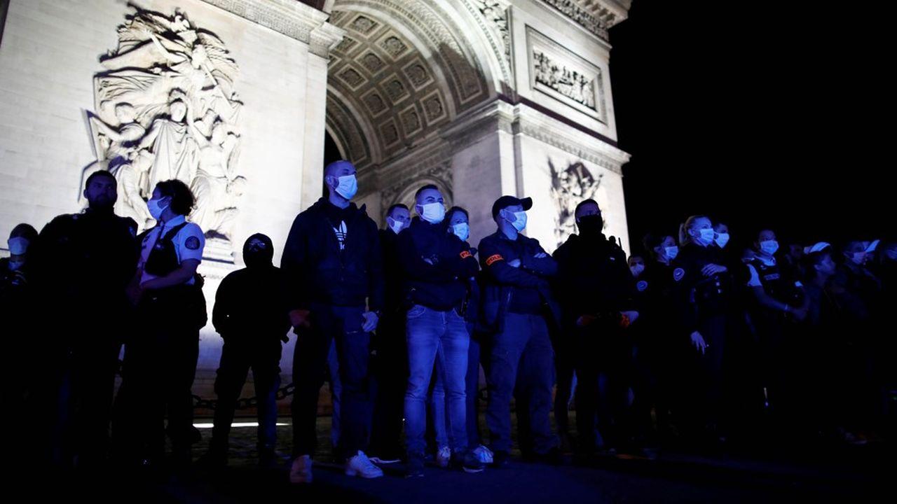 Manifestation surprise samedi soir à Paris devant l'Arc de Triomphe, à l'appel de la Brigade anticriminalité (Bac).