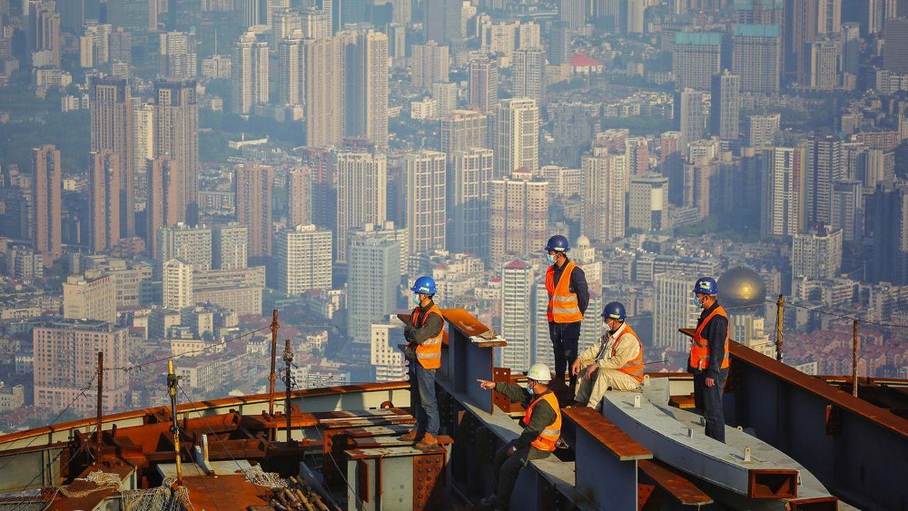 Des ouvriers sur un site de construction de Wuhan, en Chine.