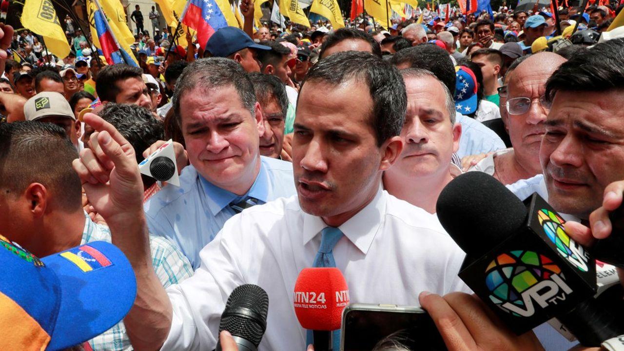 Juan Guaido, le leader de l'opposition et qui s'est proclamé chef de l'Etat, sans effets, parle à ses partisans à Caracas.