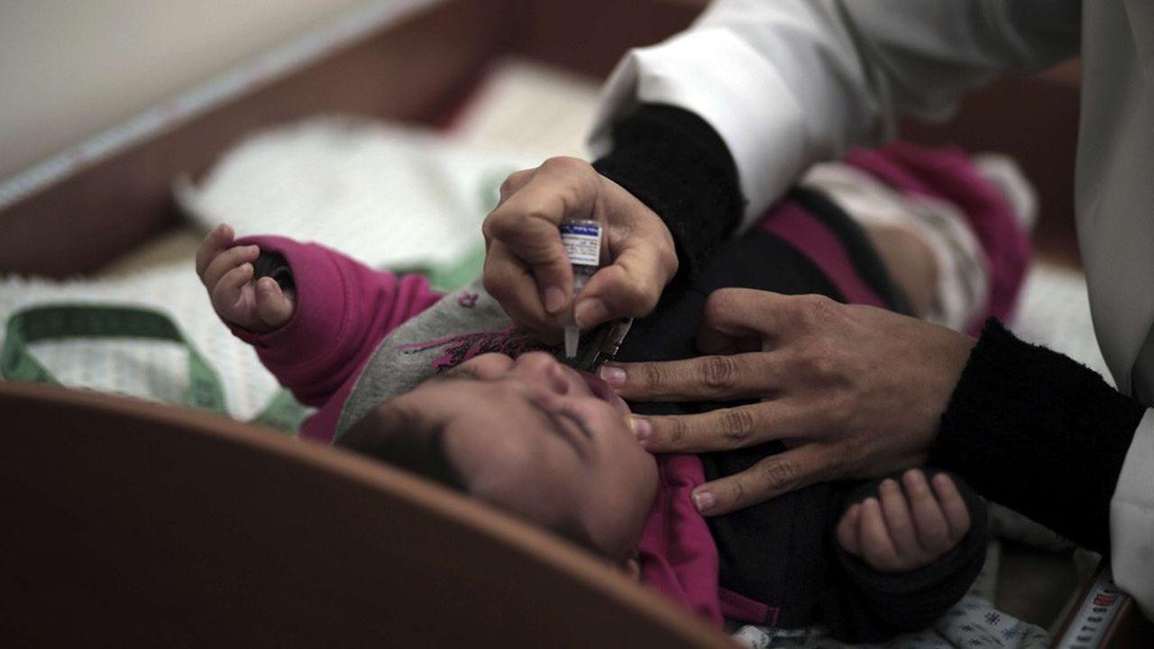 Les restrictions «de mouvement et les obstacles économiques empêchent davantage l'accès des populations aux soins de santé», indique l'Unicef.