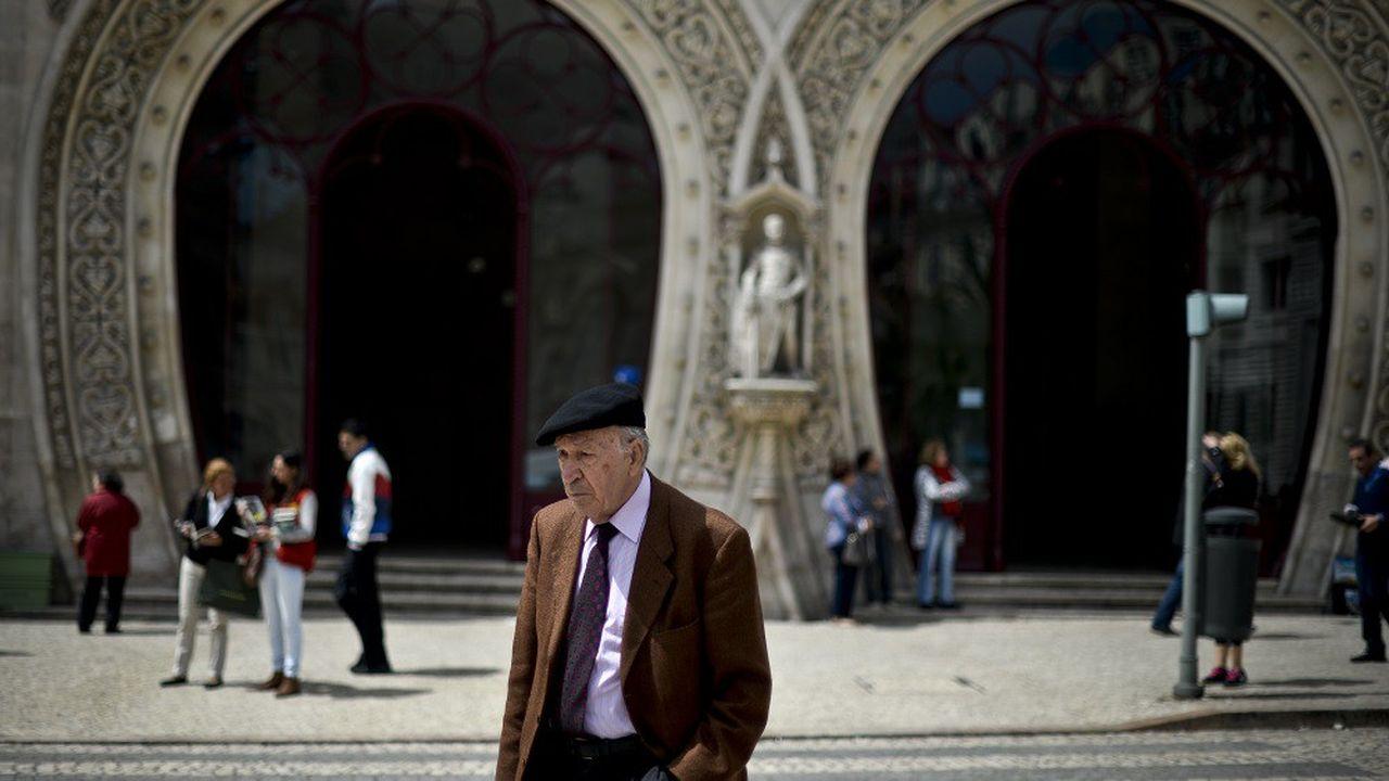 Le Portugal compte 163,2 personnes âgées de 65 ans ou plus pour cent personnes âgées de moins de 15 ans.