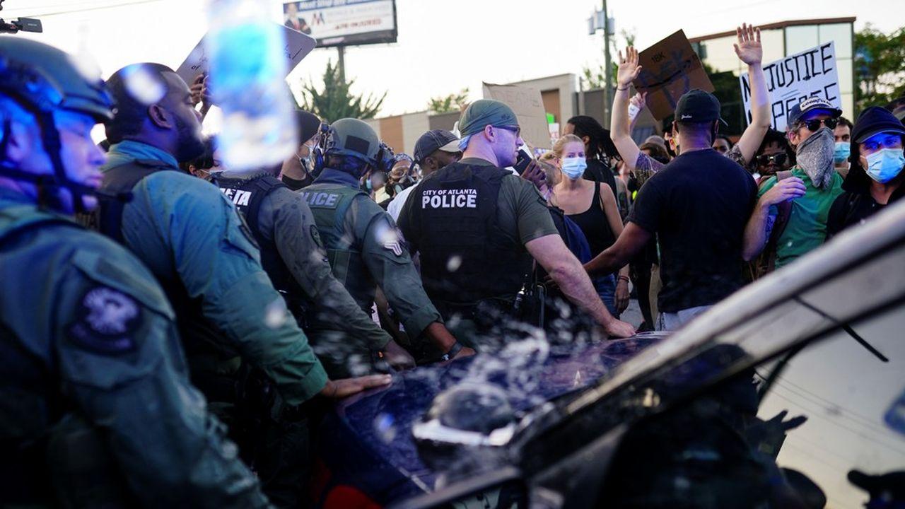«Nos agents de police doivent être des gardiens et pas des guerriers», a demandé la maire d'Atlanta, Keisha Lance Bottoms, elle-même Afro-américaine.