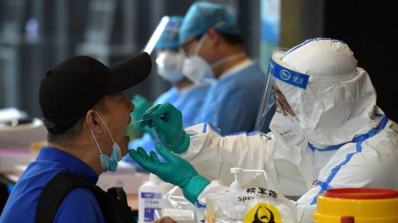 Pékin est dans «une course contre la montre» contre le virus, a déclaré le porte-parole de la mairie, Xu Hejian, qualifiant la situation d'«extrêmement grave».