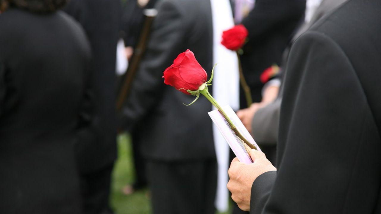 Les contrats d'assurance obsèques censés faciliter le financement des funérailles sont parfois difficiles à décrypter, selon le régulateur financier français.