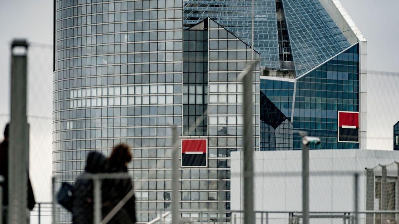 Dans ses tours de la Défense, Société Générale ne peut pour l'instant pas accueillir plus de 30% de ses salariés à la fois.