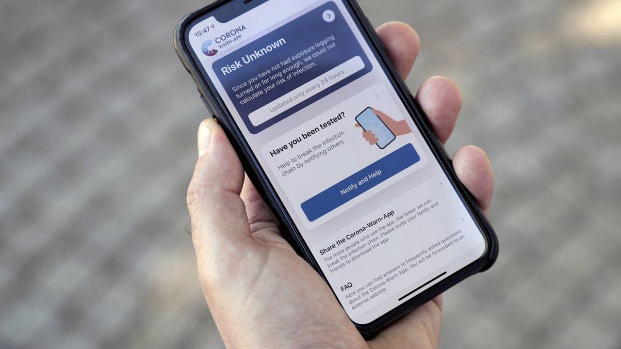 Lancée mardi, l'application allemande Corona Warn-App vient stratégiquement compléter la gamme des mesures de lutte contre la propagation du coronavirus outre-Rhin.