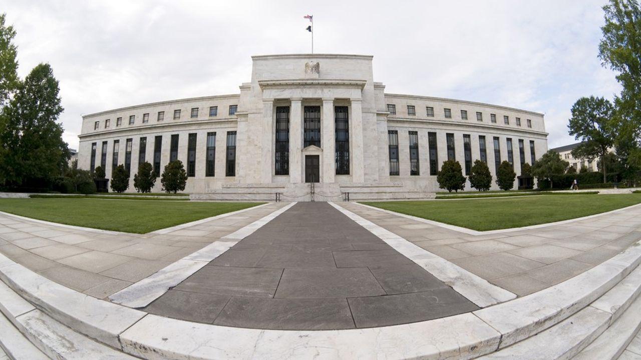 La banque centrale américaine a commencé mardi à racheter sur les marchés secondaires des obligations d'entreprises.