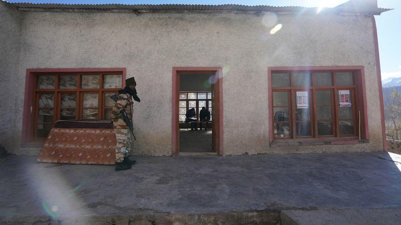L'Inde et la Chine ont plusieurs litiges territoriaux de longue date, dans les secteurs du Ladakh et de l'Arunachal Pradesh.