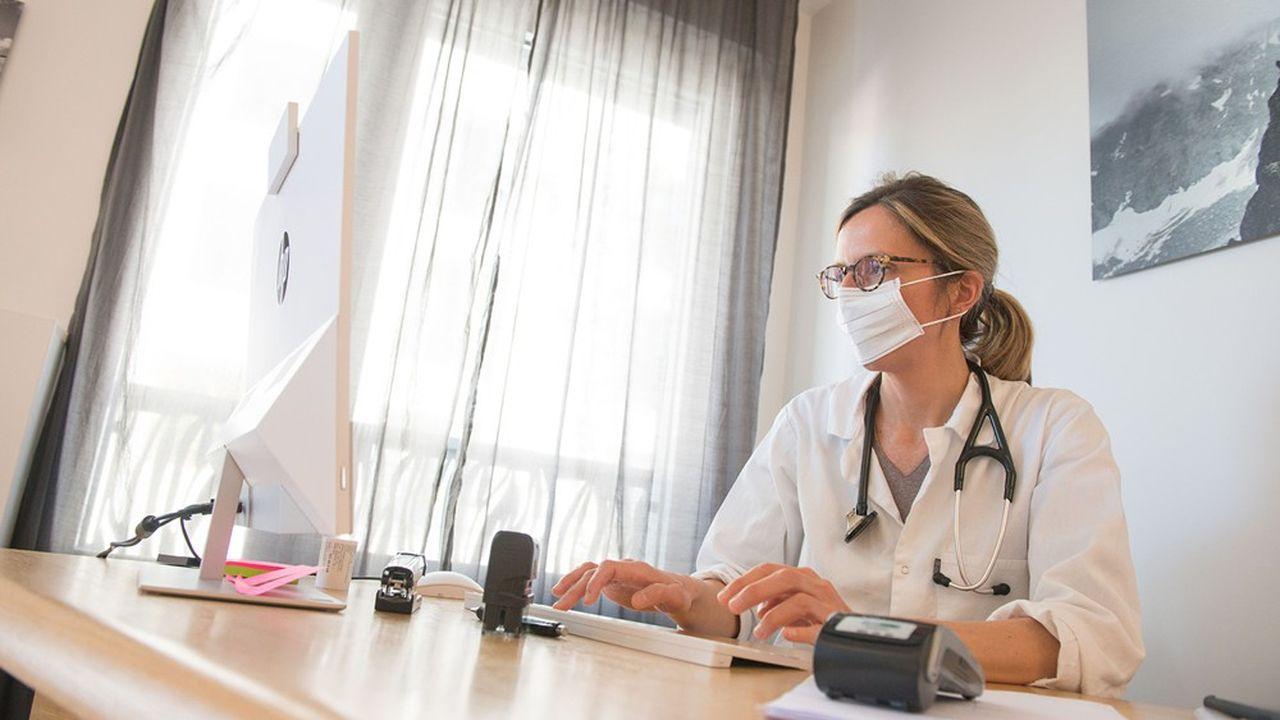 Pour «mettre fin à l'exercice isolé des professionnels de santé du premier recours», la Mutualité préconise une «minoration sensible de (leur) rémunération».