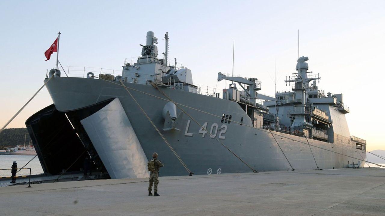 Ankara met ses frégates de guerre à disposition du trafic d'armes vers la Libye. Dans une confrontation avec la marine française, les frégates turques ont menacé de tirer. Du jamais vu entre «alliés» de l'Otan.
