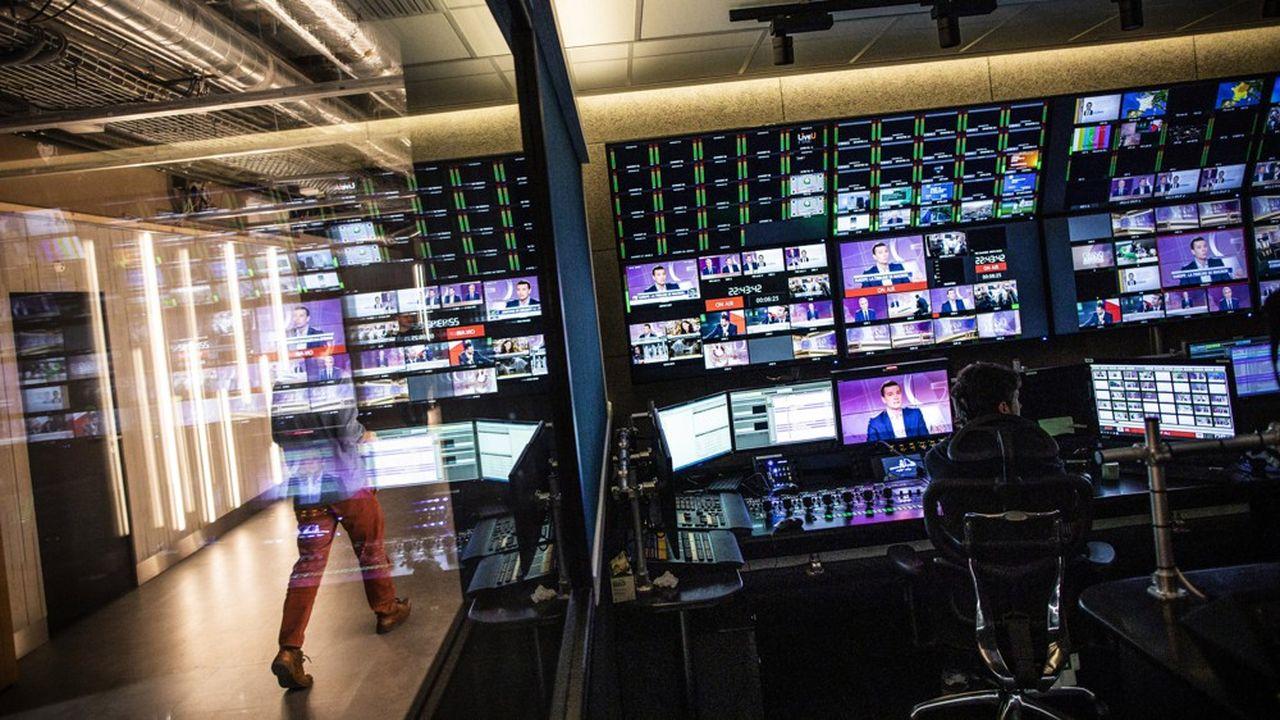 Les patrons de télévision ont été reçus à Matignon où le Premier ministre leur a annoncé une série de mesures qu'il allait prendre pour alléger la réglementation audiovisuelle.