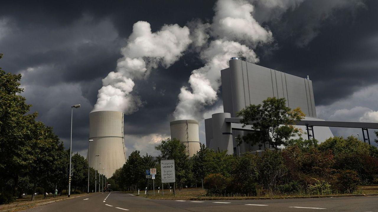 Au global, l'agence internationale de l'énergie anticipe une chute de la consommation de charbon pour produire de l'électricité de 22% en Europe et de 26,5% aux Etats-Unis en 2020.