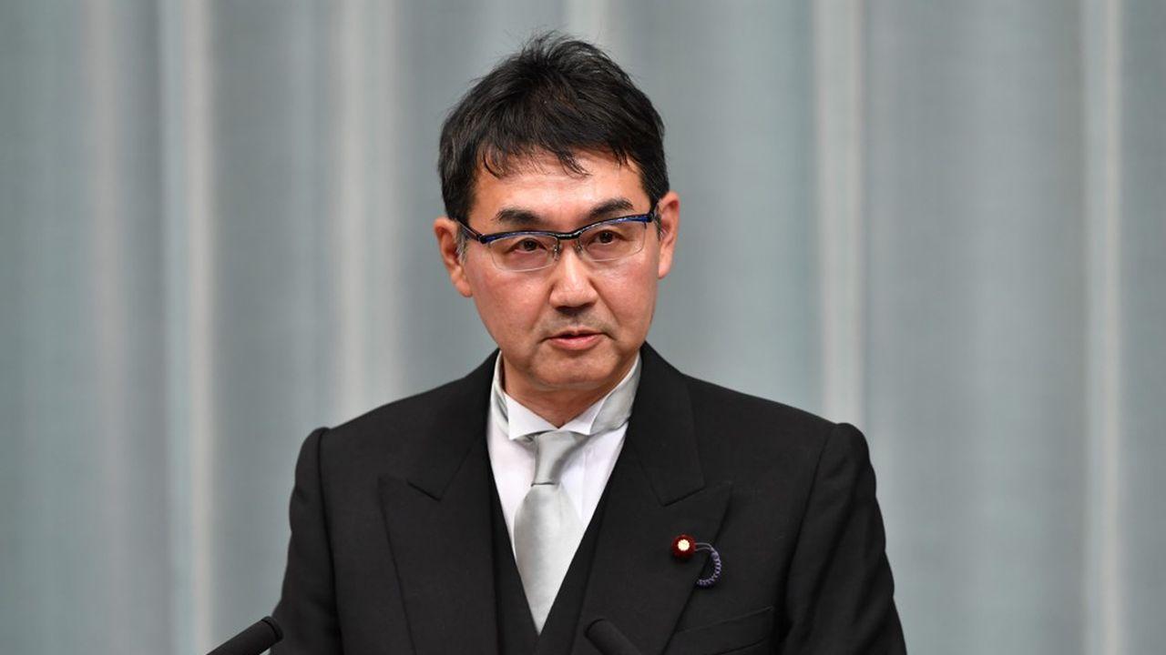 Selon les enquêteurs, les deux élus du LDP, le parti conservateur majoritaire du Premier ministre, auraient donné au total près de 26millions de yens (215.000euros) à des soutiens dans une circonscription de la préfecture d'Hiroshima où Anri Kawai concourait pour la première fois, en juillet dernier, afin d'obtenir un siège à la Chambre haute du Parlement.