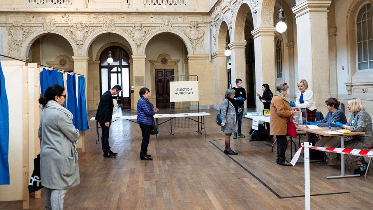 Comme lors du premier tour, le 15mars, la distanciation sociale devra être respectée dans les bureaux de vote.