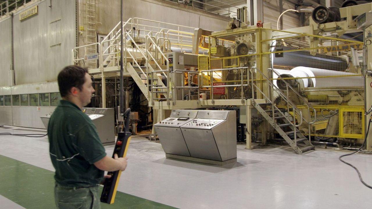 La machine à papier de l'usine UPM Chapelle Darblay de Grand-Couronne près de Rouen (Seine-Maritime) s'est arrêtée, signant la fin de la production de papier journal en France par le groupe finlandais.