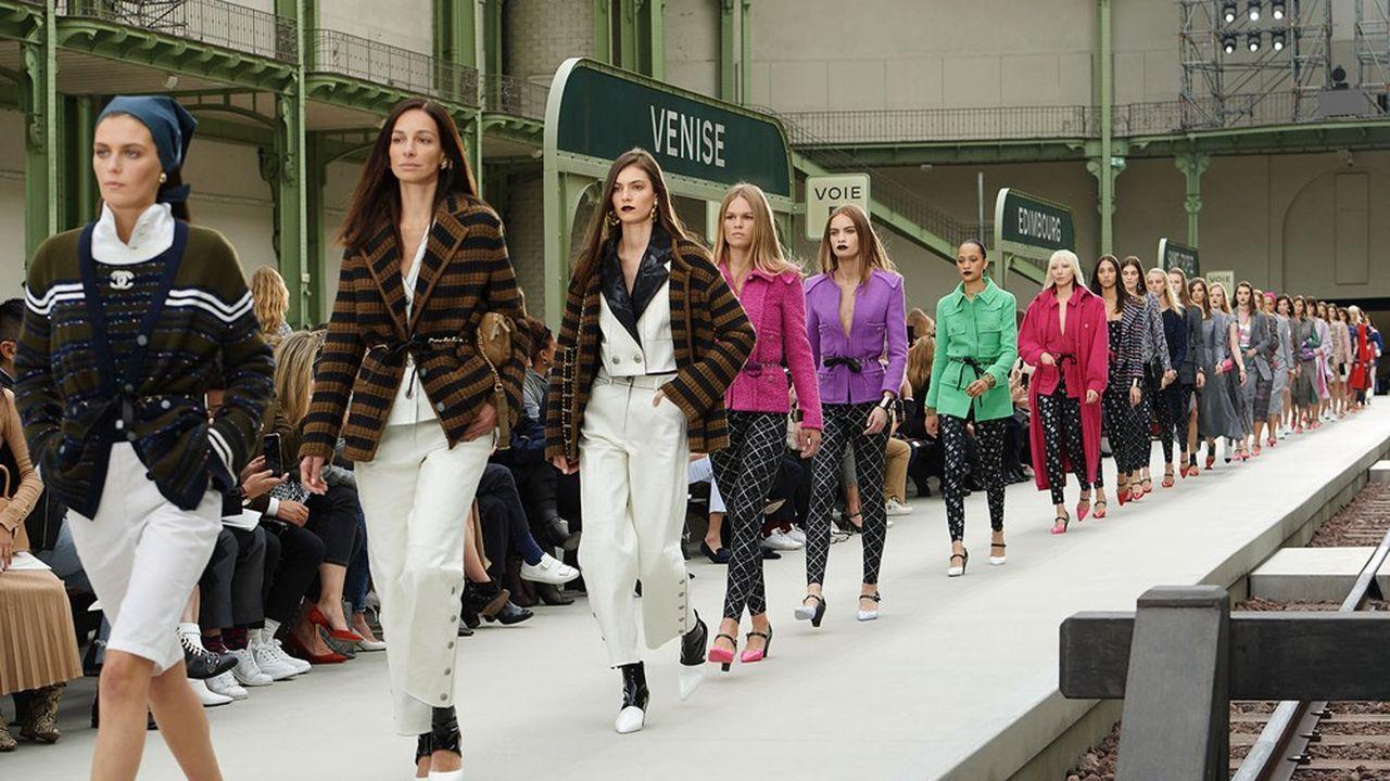 Les collections prêt-à-porter de Chanel, comme celle croisière 2019-20, ont vu leurs ventes progresser de 18% l'an dernier.