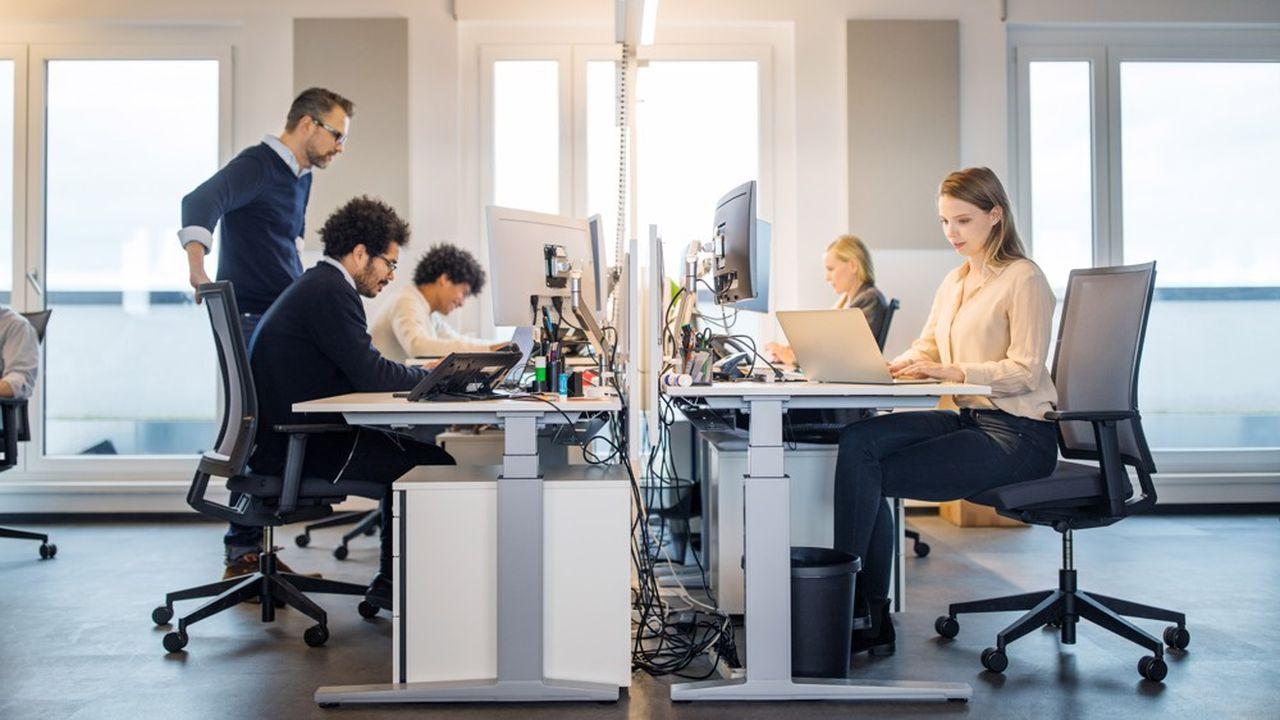L'Insee montre que les femmes salariées du secteur privé gagnent en moyenne 16,8% de moins que les hommes.