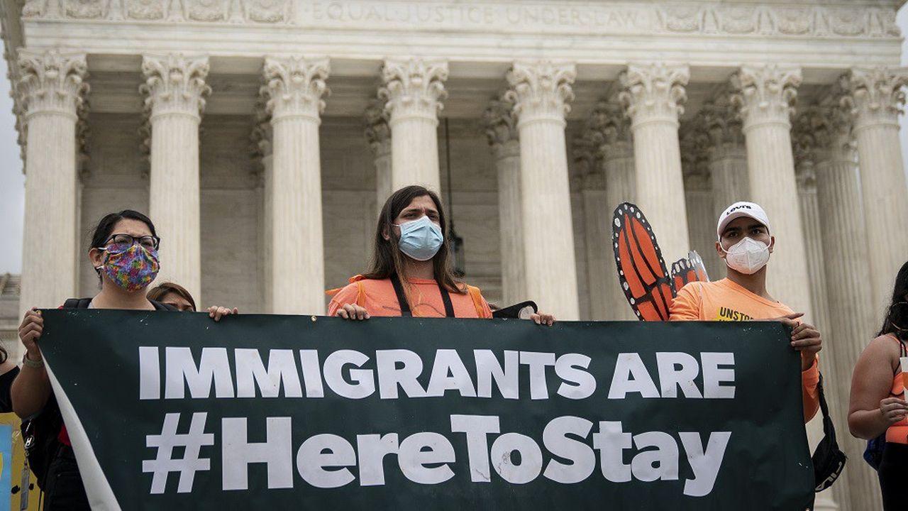 Des manifestants ont fait le pied de grue devant la Cour suprême pour soutenir les «Dreamers» en attendant la décision jeudi.