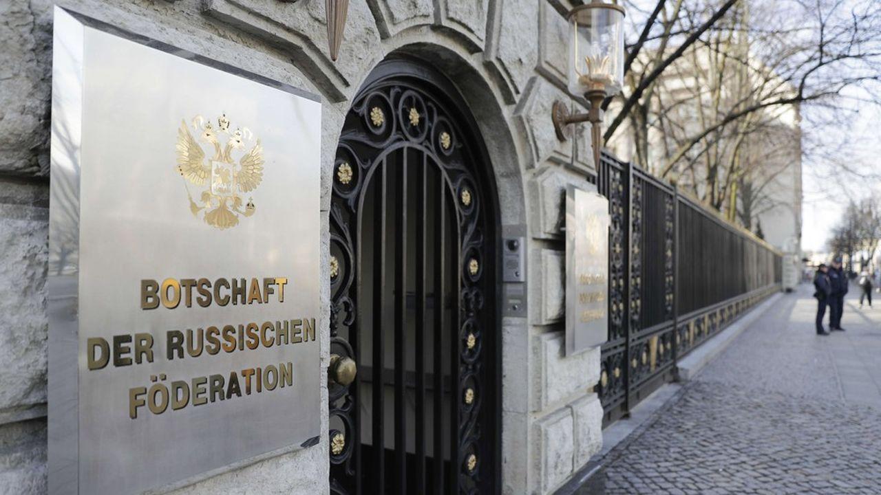 Dans la foulée des accusations du procureur allemand, l'ambassadeur de Russie en Allemagne a été convoqué au ministère des affaires étrangères.