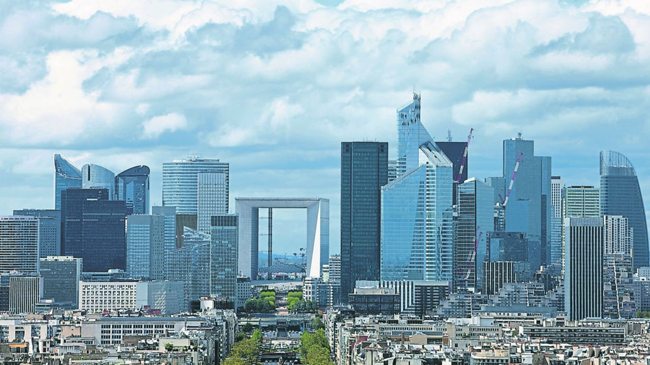 La puissante Association française des entreprises privées (Afep) a recommandé aux entreprises ayant recours au soutien de l'Etat de réduire leurs dividendes d'au moins 20%.