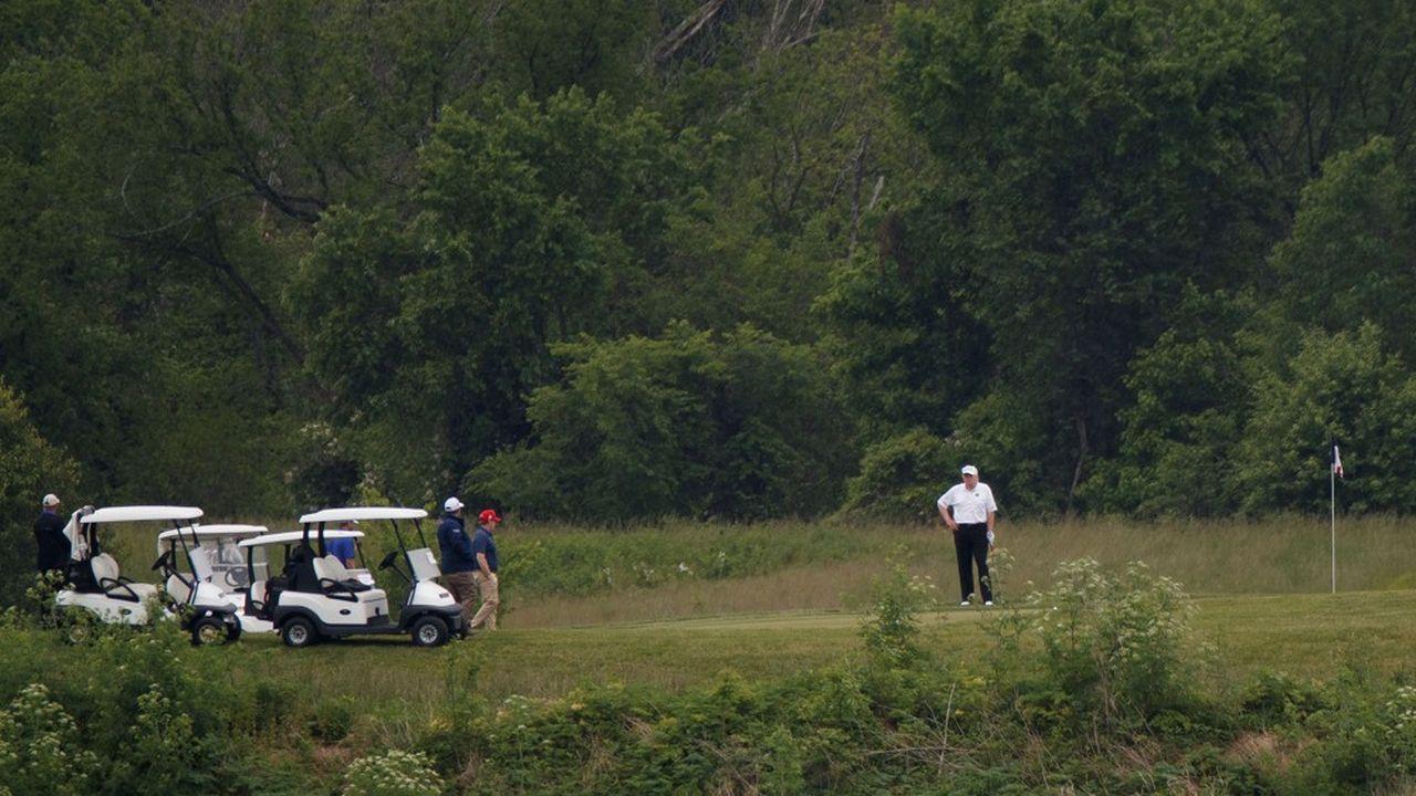 Le 24 mai, le président des Etats-Unis s'adonne à sa passion du golf dans son club de Sterling en Virginie.