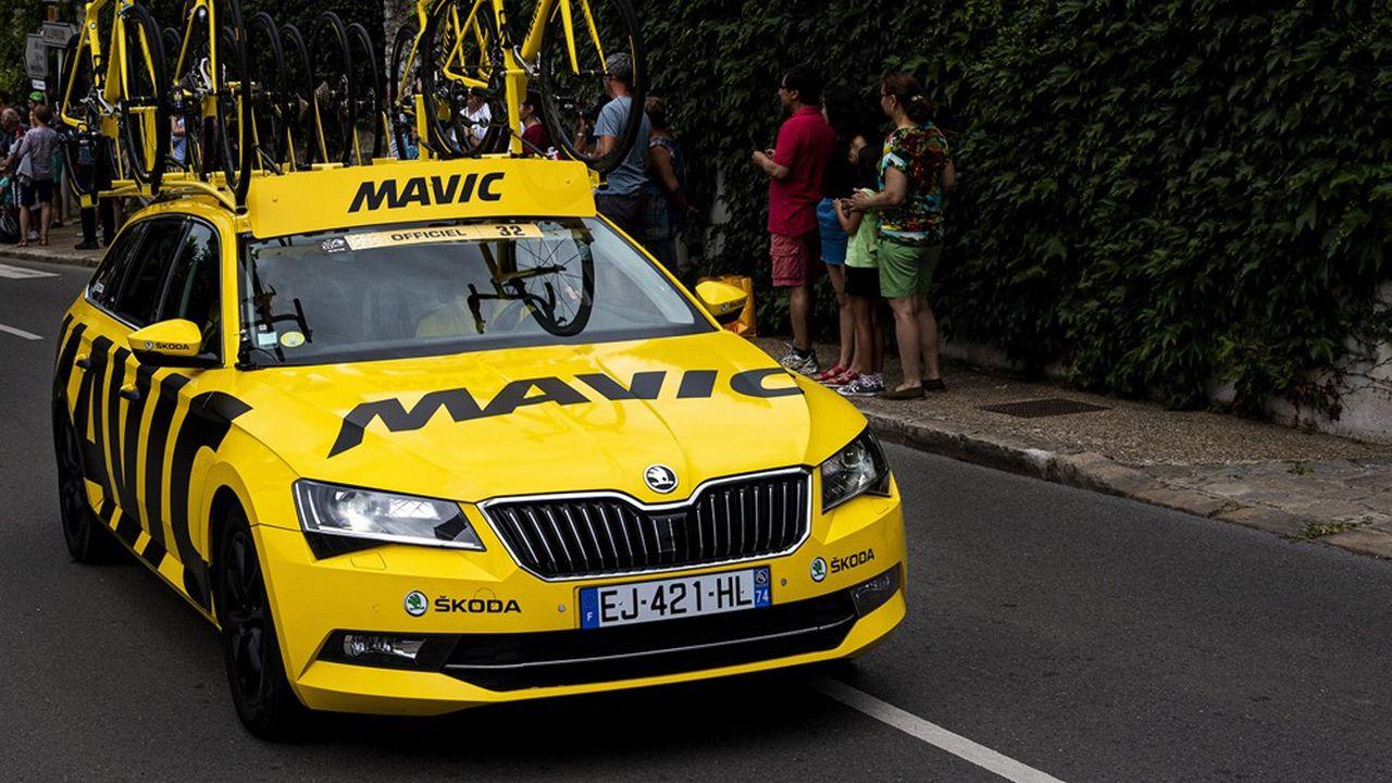 Dispositif d'assistance MAVIC, marque mythique de fabrication de roues de velo Vehicule, caravane du Tour de France