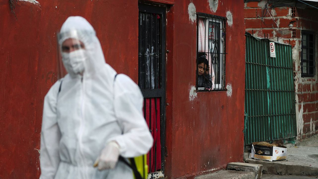 En Argentine, le coronavirus s'est immiscé dans les bidonvilles, poudrières redoutées.