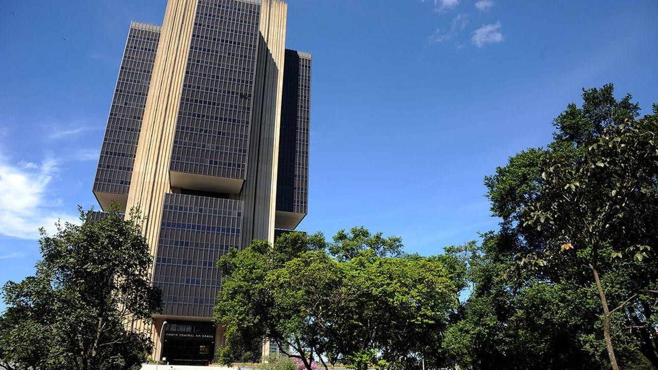 La Banque centrale du Brésil (BCB), qui prévoit de lancer son dispositif numérique Pix en novembre, a fraîchement accueilli l'initiative de Whatsapp dans le pays.