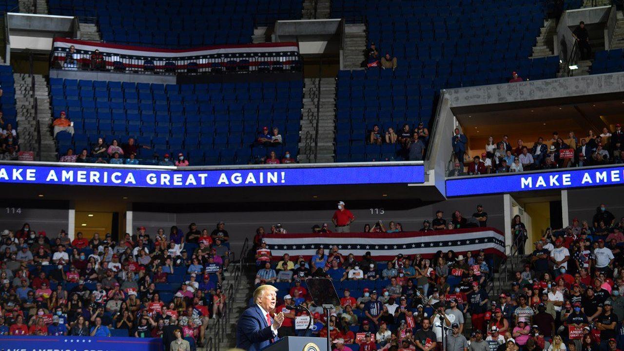 Selon les pompiers de Tulsa, le meeting de Trump n'a attiré que 6.200 personnes, dans une salle pouvant en accueillir 20.000.