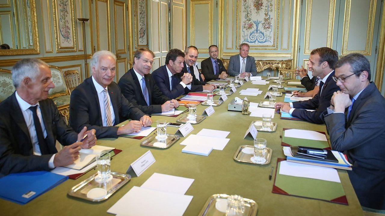 Emmanuel Macron recevra ce mercredi les partenaires sociaux pour leur dévoiler ses arbitrages sur l'emploi.