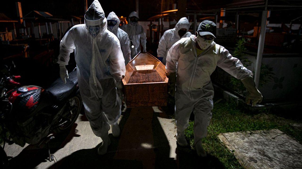 Le Brésil, épicentre actuel de la pandémie mondiale, a franchi le cap des 50.000 victimes du Covid-19.