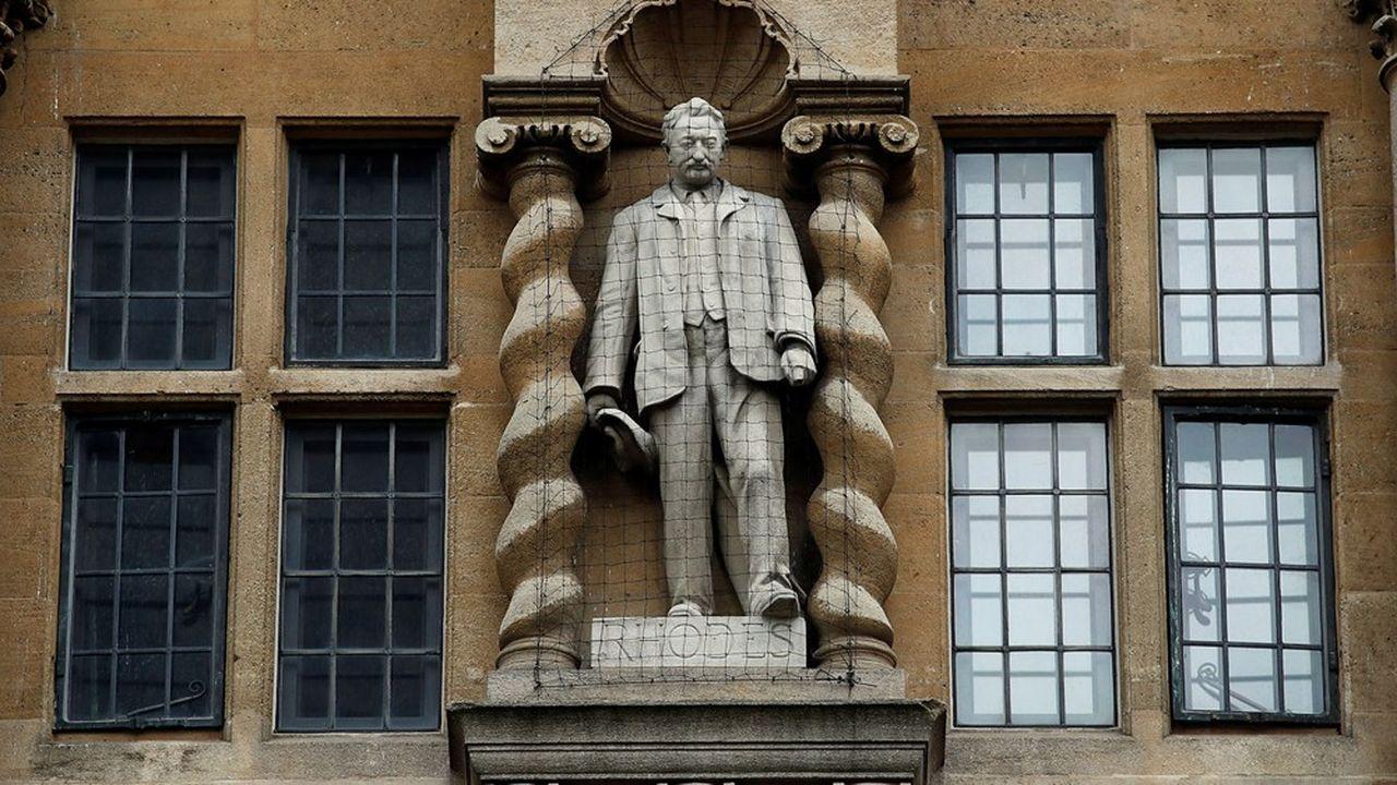 La statue de Cecil John Rhodes à l'entrée de l'Oriel College, à Oxford.