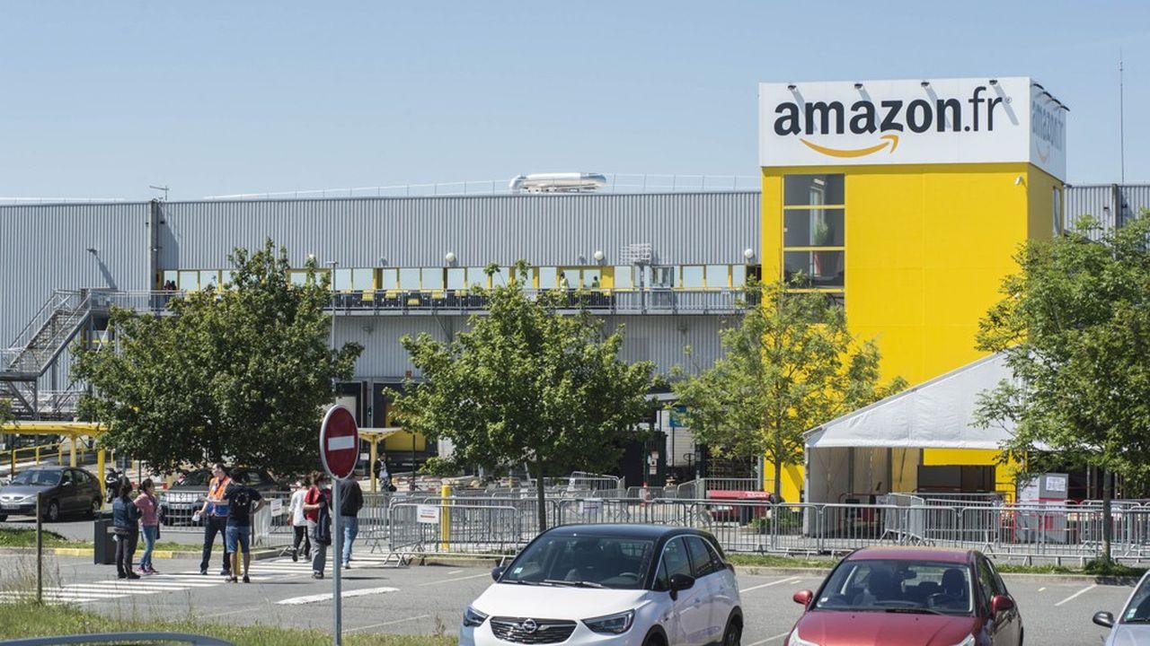 Les petits commerçants veulent arrêter les projets de nouveaux entrepôts d'Amazon en France.