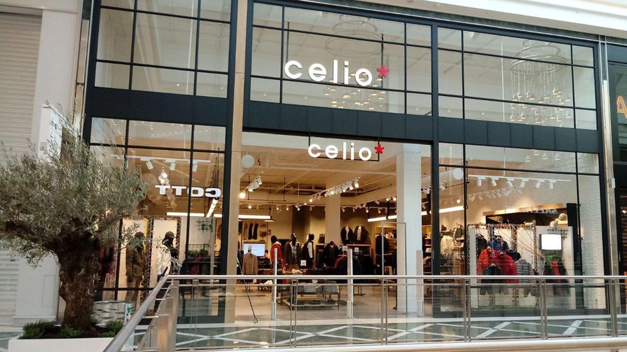 L'enseigne regroupe 1.585 magasins dans le monde, dont 488 en France, pour un chiffre d'affaires de 560,4millions d'euros au total.