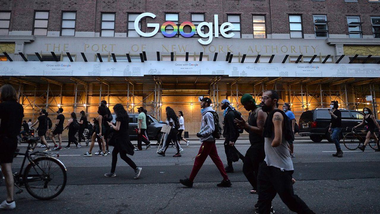 Cette année, Google devrait voir ses revenus publicitaires chuter de 5,3% aux Etats-Unis, reculant de 41,8milliards de dollars à 39,6milliards, avance eMarketer